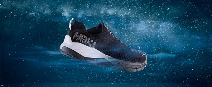 HOKA ONE ONE「FLY AT NIGHT」シリーズ